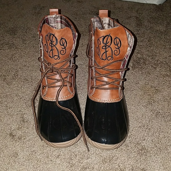 3283e20541d18 NIB size 8 monogrammed duck boots NWT